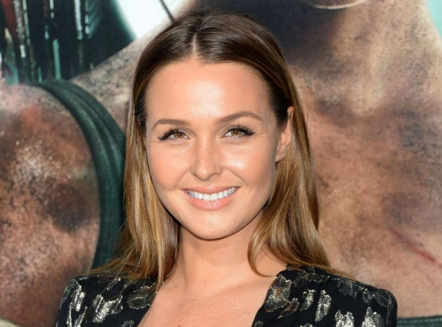 camilla-luddington-e2809ctomb-raidere2809d-premiere-in-hollywood-09-e1521419075705